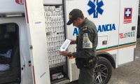Las cajetillas de cigarrillo estaban ocultas en la supuesta ambulancia.
