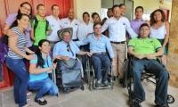 Jairo Clopatofsky Ghisays, alto Consejero Presidencial para la Participación de las Personas con Discapacidad, entregó el reconocimiento.