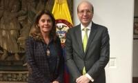 Andrés Rugeles, acompañado con Marta Lucía Ramírez, vicepresidenta.