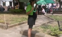 Mujer finge embarazo para pedir limosna