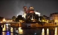 Bomberos sofocaron las llamas en la catedral Notre Dame.