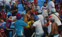 Disturbios en las tribunas, durante el partido.