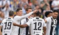 Jugadores de Juventus celebran uno de los goles del partido.
