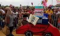 El 'Burroghini' en el Festival del Burro.