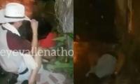 Esta es una captura del bochornoso video que circula en redes sociales.