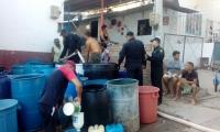 Las autoridades llevaron agua a barrios afectados