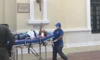 El domingo pasado, Adolfo Bula fue retirado en camilla y hospitalizado.