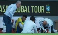 Neymar es atendido tras sufrir lesión ante Catar.
