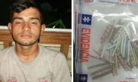 el capturado Román Javier Santana Abreo y la droga incautada.