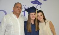 Graduandos junto a familiares y amigos.