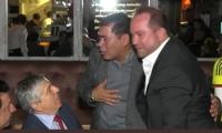 Después de hundido el proyecto, el expresidente César Gaviria en una celebración con el presidente de la Cámara, Alejandro Carlos Chacón.