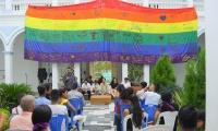 CIÉNAGA IZÓ POR PRIMERA VEZ LA BANDERA LGBTI