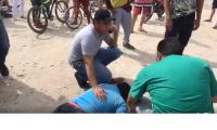 Uno de los heridos estuvo tirado varios minutos tirado en el piso inconsciente tras ser golpeado en la cabeza.