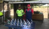 En el operativo lograron la incautación de cinco cajas que contenían 100 botellas de aguardiente Antioqueño de 750 ml.
