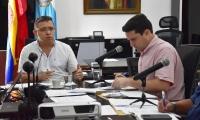 El alcalde de Santa Marta, Rafael Martínez, y el secretario de Desarrollo Económico, Camilo George, en un 'pase al tablero'.