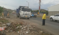 Escombros retirados de la vía Alterna.
