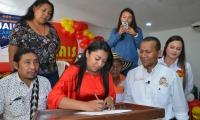 Firma del respaldo del movimiento Mais a la candidatura de Jaime Cárdenas.
