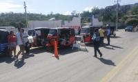 Los motocarros fueron retenidos en la vía cuando pretendían ingresar al Rodadero.