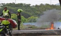 La Policía tuvo que llegar al sitio para restablecer el paso de vehículos.
