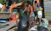 Desalojo de familias invasoras de predio en Bureche.