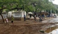 Los sedimentos arrastrados de los cerros afectaron varios barrios.