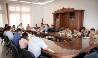 El gobernador del Magdalena, Carlos Caicedo, se reunió con los familiares de las víctimas.