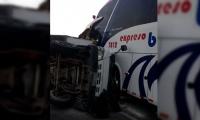 Choque de camión con bus de Expreso Brasilia