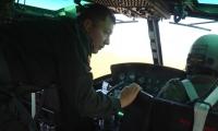 A bordo de un helicóptero Black Hawk, le seguirá la pista a la delincuencia en los barrios donde se presenta mayor índice de criminalidad.