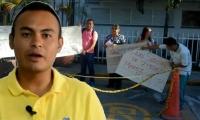 Protesta en Popayán organizada por el padre del bebé al madre pretende abortar.