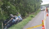 El vehículo quedó a un lado de la vía.