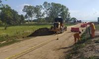 Se llevaron a cabo trabajos de ampliación de 90 metros de longitud de la vía con personal del Invías tras una nueva socavación del río.