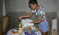 Entrega de ayudas a damnificados en Guachaca.