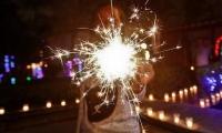 Evite el uso de la pólvora y cuide a los niños al encender las velas.