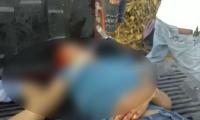 Los heridos fueron trasladados al hospital en una camioneta.