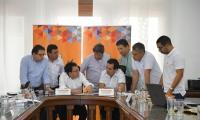 Reunión del gobernador Carlos Caicedo y el director del Invías, Juan Esteban Gil.