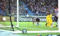 Acción del gol del descuento de Teófilo Gutiérrez.