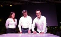 Momentos cuando el gobernador Carlos Caicedo firmó el convenio con la Superintendencia de Registro y Notariado, a cargo de Rubén Silva Gómez.
