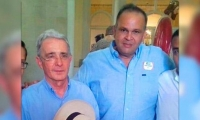 El senador Álvaro Uribe y José Guillermo 'Ñeñe' Hernández