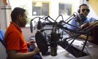Alberto Nuñez en su programa radial en la Universidad Sergio Arboleda