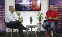 Eugenio Peña habla con Jorge Cura sobre la educación de niños en casa.