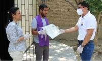 El Rector Pablo Vera, directivos del CREO y el graduado Eddy Palmieri Brito