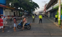 Instalación de vallas en el Mercado Público.