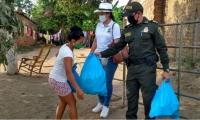 Entrega de ayudas en Zona Bananera.