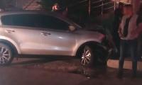 Vehículo que se estrelló frente a la sede de la Sijin.