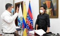 Jesús Francisco Molina Peñaloza, nuevo gerente del Hospital de Ciénaga junto al gobernador, Carlos Caicedo.