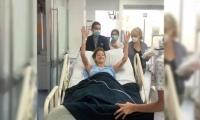 La presentadora Daniella Álvarez al salir de cirujía por masa que fue encontrada en su estomago.