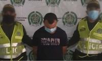 Hombre capturado por violencia intrafamiliar en Santa Ana.