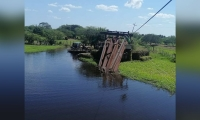 Puente caído en Concordia.