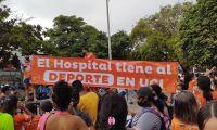 Imágenes de la protesta en la entrada del Hospital Julio Méndez Barreneche.