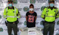 La mujer fue capturada por poseer el estupefaciente.